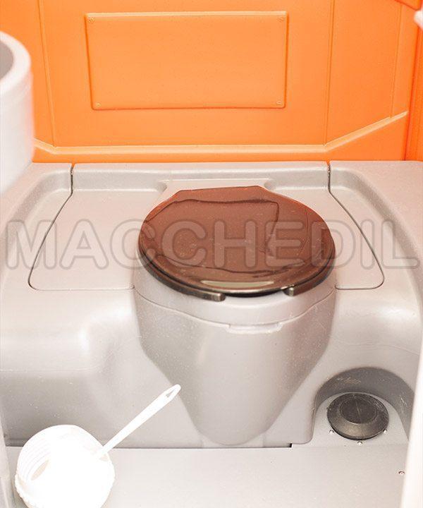 particolare wc chiuso bagno chimico macchedil