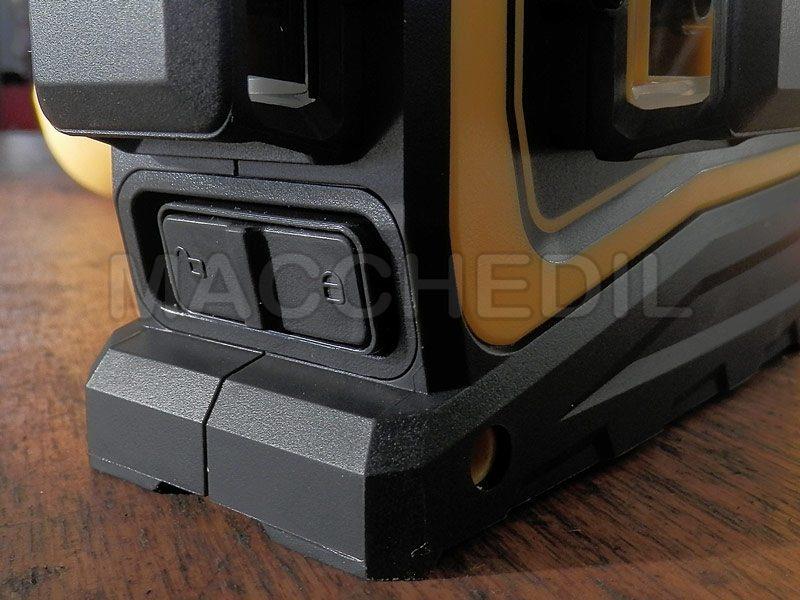 Particolare pulsante per bloccare il laser